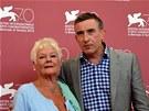 Judi Denchov� a Steve Coogan