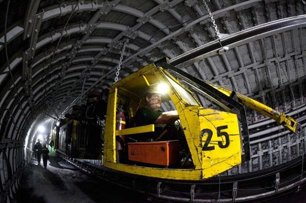 Diesel-hydraulická lokomotiva DLZ210F pro t�ká b�emena od firmy Ferrit uveze...