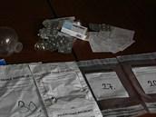 Policie při jednom ze zásahů zadržela také větší množství léků a lékařské...