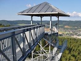Pohled z věže rozhledny na Hraničním vrchu