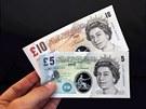 Desetilibrov� a p�tilibrov� bankovka z polypropylenov� folie. Britov� by...