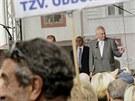 Na Miloše Zemana v Pardubicích čekali jeho stoupenci i odpůrci (11. září 2013)