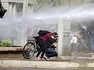 P�i protestech ke 40. v�ro�� Pinochetova p�evratu l�taly Molotovovy koktejly a...