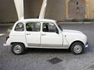 Papež František přebírá svůj nový papamobil. Se skoro třicetiletým Renaultem 4