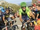 Španělský cyklista Alejandro Valverde (vpravo) před Irem Nicolasem Rochem