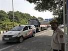 K budově soudu v Novém Dillí přijíždí autobus s čtveřicí mužů obviněných z...