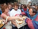 Aktivisté uvařili oběd pro tisíc lidí z potravin, které by jinak supermarkety
