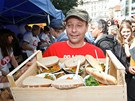 Aktivist� uva�ili ob�d pro tis�c lid� z potravin, kter� by jinak supermarkety