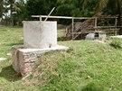 Bioplynárna je zasazena z velké části v zemi.