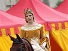 Bavil je i historický průvod.  Měl bezmála 480 účinkujících, kromě 38 koní v...