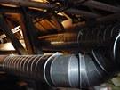 Trubkami proudí do krovů kostela svaté Barbory horký vzduch o teplotě 110...