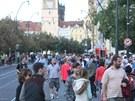 JEDINĚ TRAMVAJÍ. Na Smetanově nábřeží v Praze se v sobotu od osmi ráno...