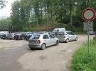 Houbaři zablokovali autobusovou točnu u obce Salaš. Řidiči autobusu museli