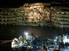 Napřímení lodě odhalilo rozsah zkázy lodi, které havarovala 13. ledna 2012.