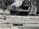 Pohled na ulici v al-Myassar, které sousedí s Aleppem, po přestřelce rebelů s