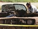 Policie p�tr� po toto�nosti �esti lid�, jejich� kostry na�la v autech.