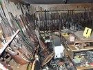 Ve sklepení statku rakouského pytláka našla dolnorakouská policie zásobu zbraní.
