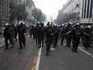 Mexická policie provedla zásah na náměstí Zócalo proti protestu učitelů.