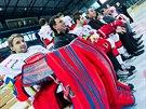 Skupinová fotografie hokejového týmu Mountfield Hradec Králové.