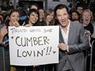 Benedict Cumberbatch s fanoušky (Toronto, 6. září 2013)
