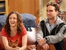 Sara Gilbertová a Johnny Galecki v seriálu Teorie velkého třesku (2007)