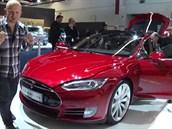 IAA 2013 - Rodinn� elektromobil Tesla S d�v� z�ruku na baterie osm let