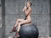 Miley Cyrus: z videoklipu Wrecking Ball