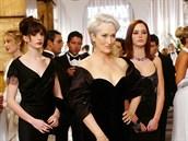 Anne Hathawayová, Meryl Streepová a Emily Bluntová ve filmu Ďábel nosí Pradu...