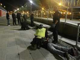 Hlídky strážníků a státních policistů lupiče zatkly na nádraží.