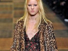 Leopard podle Saint Laurent - zcela v punkov�m duchu zdobil na podzim ply�ov�...