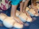 Děti se na kurzu pořádaném záchranáři učily hlavně masáž srdce.