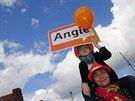 Merkelovou o�ividn� podporuj� mlad� i sta�� (21. z���)