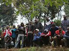 Obyvatelé Nairobi přihlíží zásahu vojáků a policie v místním obchodním centru...