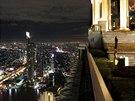 Sirroco Bar v Bangkoku. Nejv�e polo�en� bar pod �ir�m nebem - v 64. pat�e...