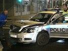 Na B�lohorsk� se srazilo policejn� auto s fabi�, kter� odbo�ovala p�es...