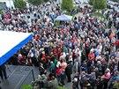 Lidé poslouchají prezidenta Miloše Zemana na náměstí v Kyjově. (27. září 2013)