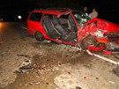 Opel zůstal po nehodě na silnici a blokoval oba jízdní pruhy (21. září 2013)