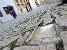 Destičky se nachází se před domy Židů, které za války zavraždili nacisté v...