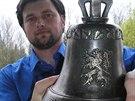 K 65 let�m od konce druh� sv�tov� v�lky Martin Herz�n vyrobil Zvon svobody.