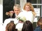 Iveta Bartošová a Josef Rychtář se vzali v Uhříněvsi.