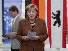 Kancl��ka Angela Merkelov� hlasuje ve volb�ch v ned�li 22. z��� 2013