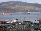 Pohled na zátoku Kola a přístav Murmansk na poloostrově Kola, blízko hranic s