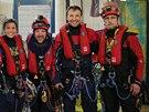 Na snímku hnutí Greenpeace jsou aktivisté před pokusem obsadit ropnou plošinu