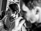 Zp�va�ka Never Sol a producent Jan P. Muchow ve studiu p�r hodin po dokon�en� desky Under Quiet.