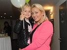 Tereza Mátlová s dcerou Emilly a v novém účesu.