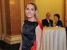 Olga Menzelová dorazila na premiéru Donšajnů až poté, co se oblékla a učesala.