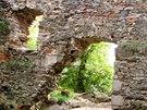 Zbořený Kostelec - zbytky obytné části hradu v centrální části