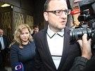 Jana Nagyov� odch�z� s expremi�rem Petrem Ne�asem od policejn�ho v�slechu (24.