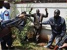 Policie prohledává muže, který vyšel z obchodního centra. Westgate, kde islámští militanti ze Somálska zabili desítky lidí.