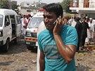 Muž telefonuje blízkým. Islamisté zaútočili na kostel v hustě obydlené čtvrti